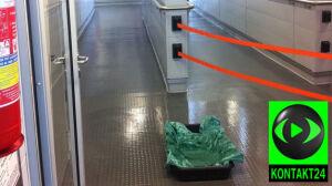 Kałuża w budynku lotniska