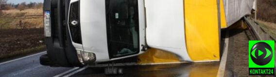 Podmuch wiatru przewrócił ciężarówkę