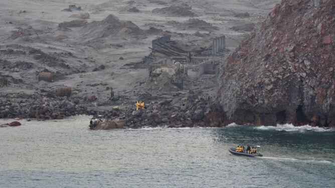 """Odnaleźli sześć ciał na wyspie-wulkanie. """"To jeszcze nie koniec poszukiwań"""""""