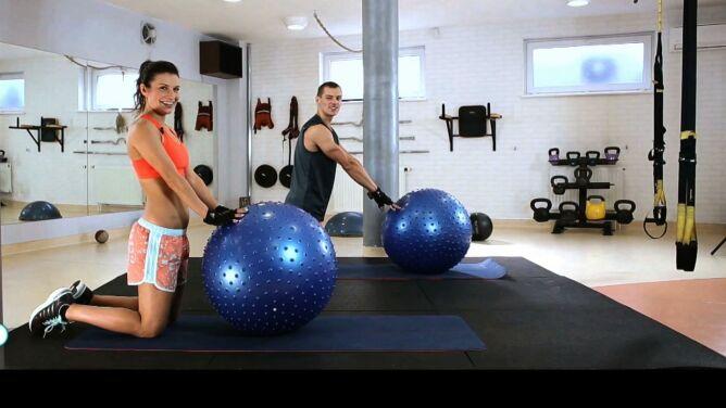 Przerwa gimnastyczna. Ćwiczenia Kasi Kępki z piłką