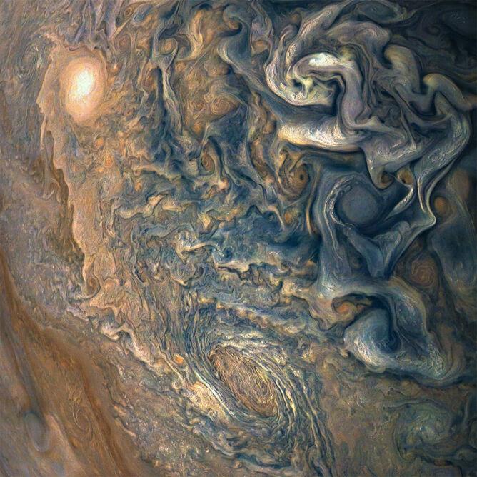 Jowisz w obiektywie sondy kosmicznej Juno (NASA)